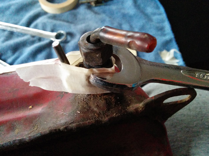 rimozione-rubinetti-serbatoio-mv-agusta-125-tra