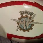 serbatoio-mv-agusta-verniciato-dopo-rimozione-scotch-protettivo-del-logo-destra