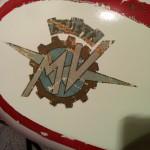serbatoio-mv-agusta-verniciato-dopo-rimozione-scotch-protettivo-del-logo-sinistra